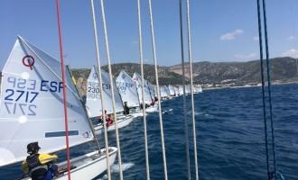 140 embarcaciones, 10 regatas y una buena organización cierran el Campeonato de Cataluña de Òptimist en el CN Garraf