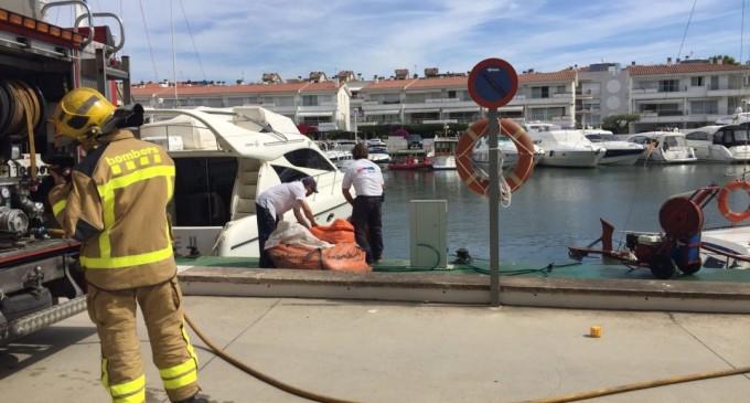 Simulacro de incendio de una embarcación en el Club Nàutic Port d'Aro