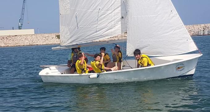 Colegios costeros incorporan deportes náuticos en las clases lectivas