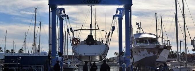 El Club Nàutic Vilanova pone en funcionamiento el nuevo travelift de 30 toneladas del varadero