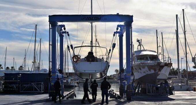 El Club Nàutic Vilanova posa en funcionament el nou travelift de 30 tones del varador