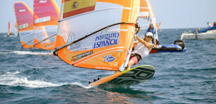 Blanca y Curro Manchón y Fernando Lamadrid, campeones de España de Windsurf en el CV Blanes