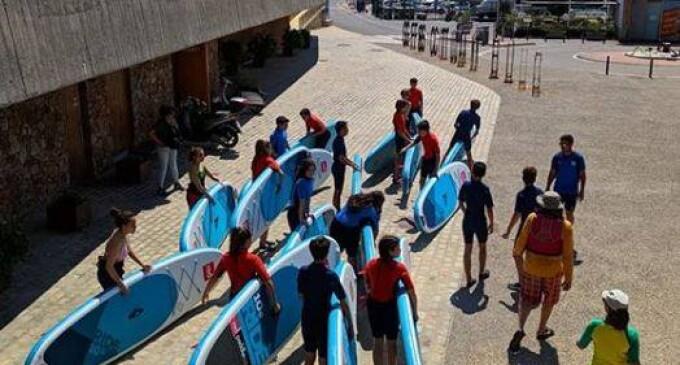 Dos mil alumnos participan de la vela escolar en el Club Nàutic Sant Feliu de Guíxols