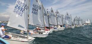 La Regata Carla-Trofeu Cambrils a Bon Port llena el CNCB de deporte y solidaridad para la investigación del Síndrome de RETT