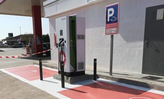 El Gobierno de Generalitat instalará puntos de recarga de vehículos eléctricos en 13 puertos para fomentar la movilidad sostenible
