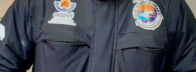 El Club Nàutic Riumar incorpora el logo de l'Associació Catalana de Ports Esportius i Turístics (ACPET) en el seu equipament