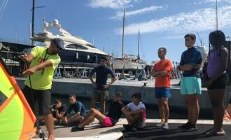La Base Nàutica d'Estiu del Port de Badalona acosta al mar prop de 2.000 infants i adolescents